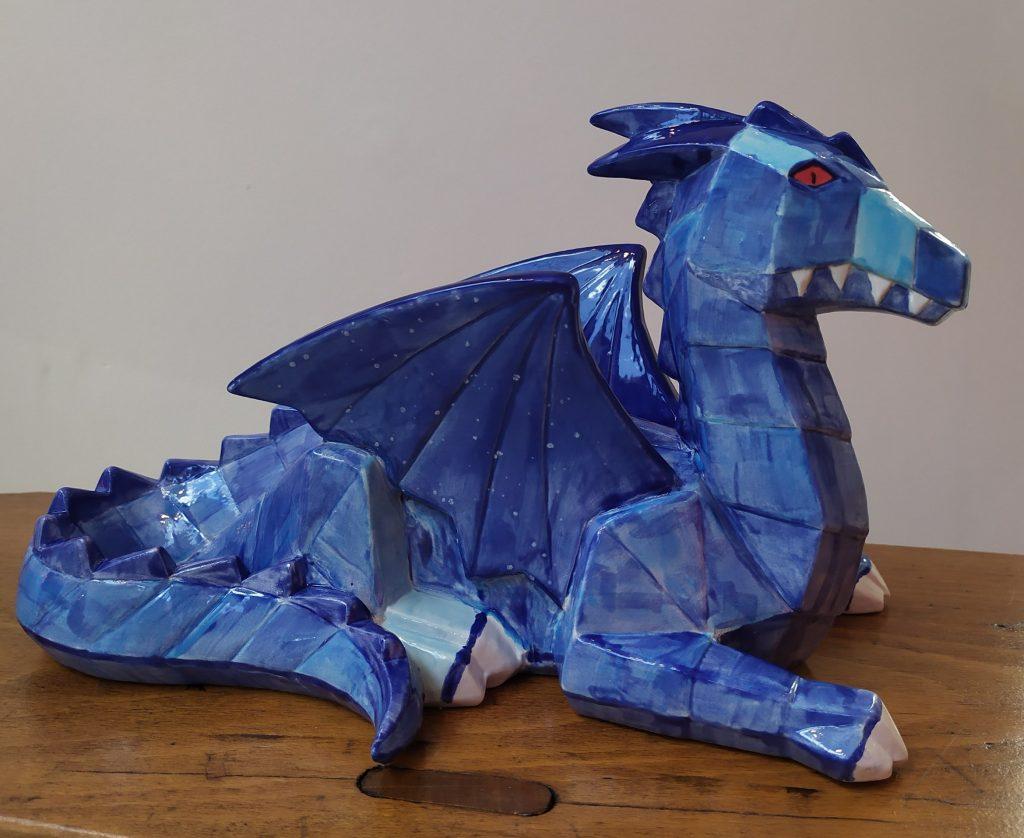 Dragon origami à facettes en faïence peint chez Cwtch Atelier Céramique