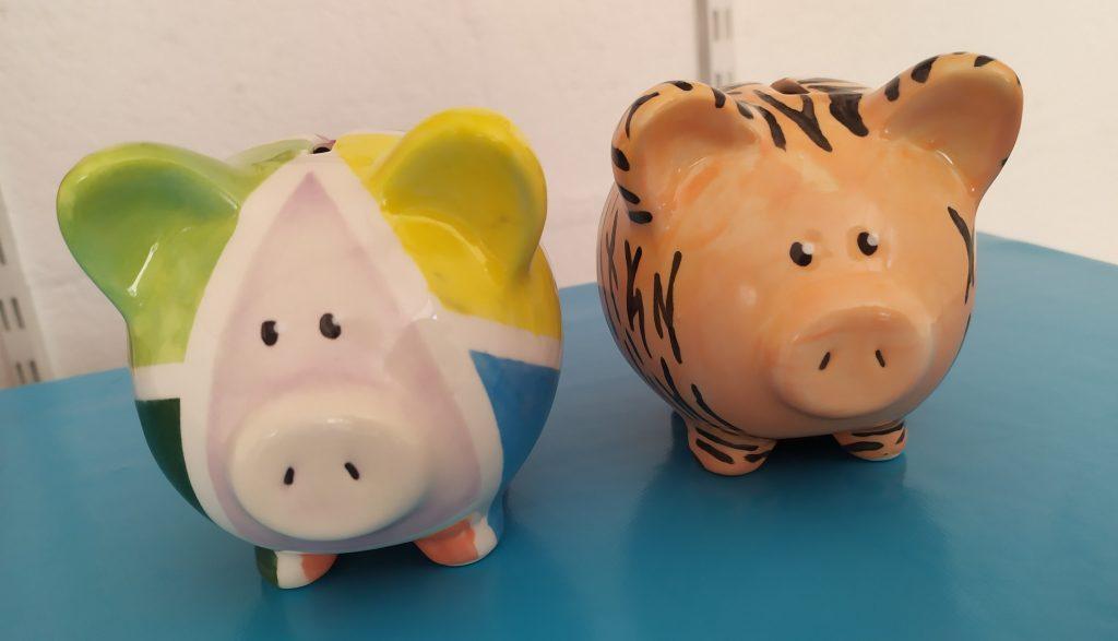 tirelires cochon en faïence peintes chez Cwtch Atelier Céramique